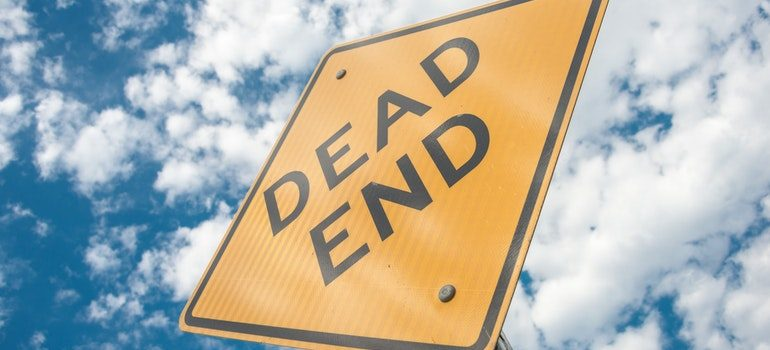 """Road sign saying """"dead end""""."""
